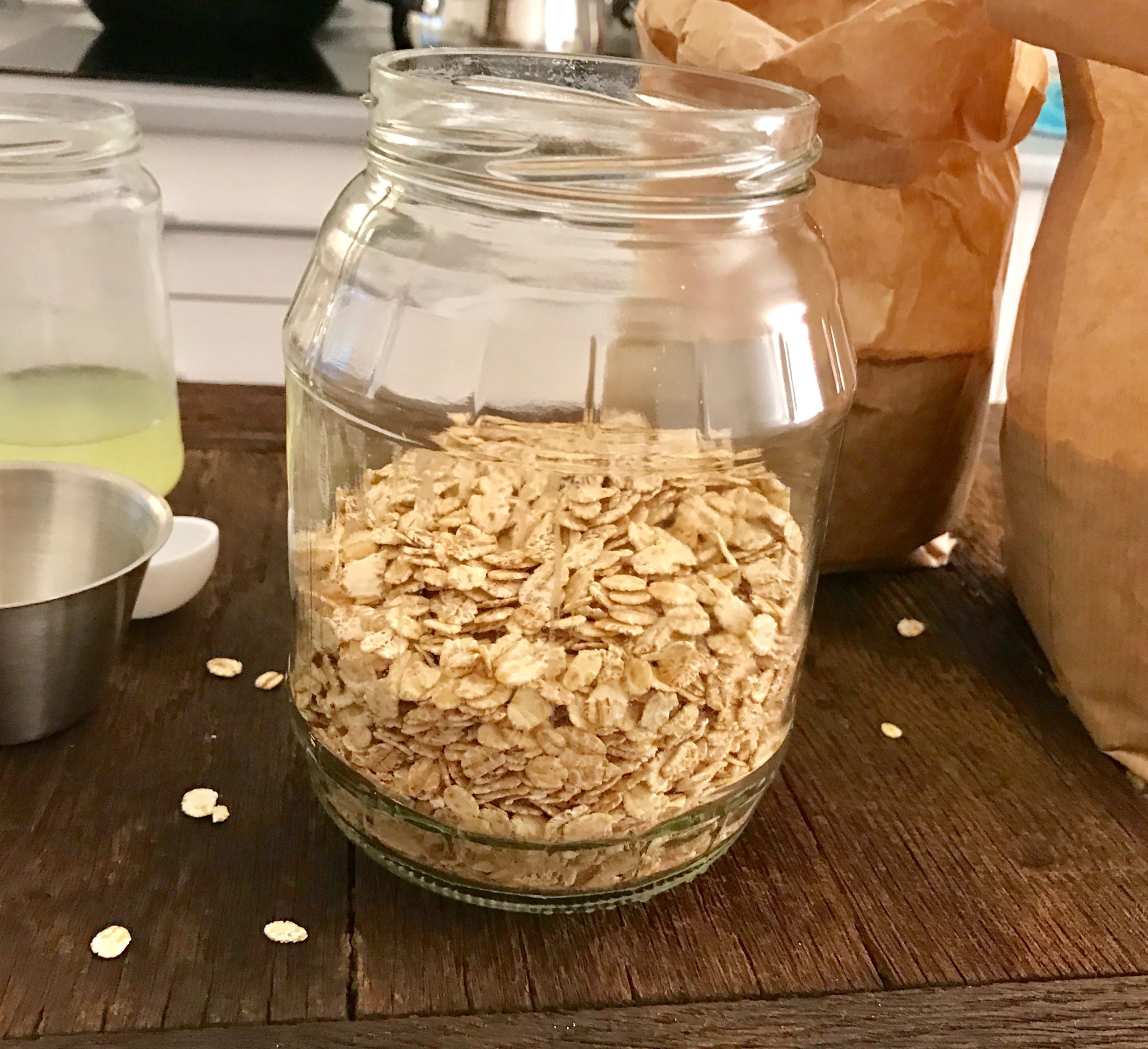 Mix rolled oats and barley flakes in a glass jar