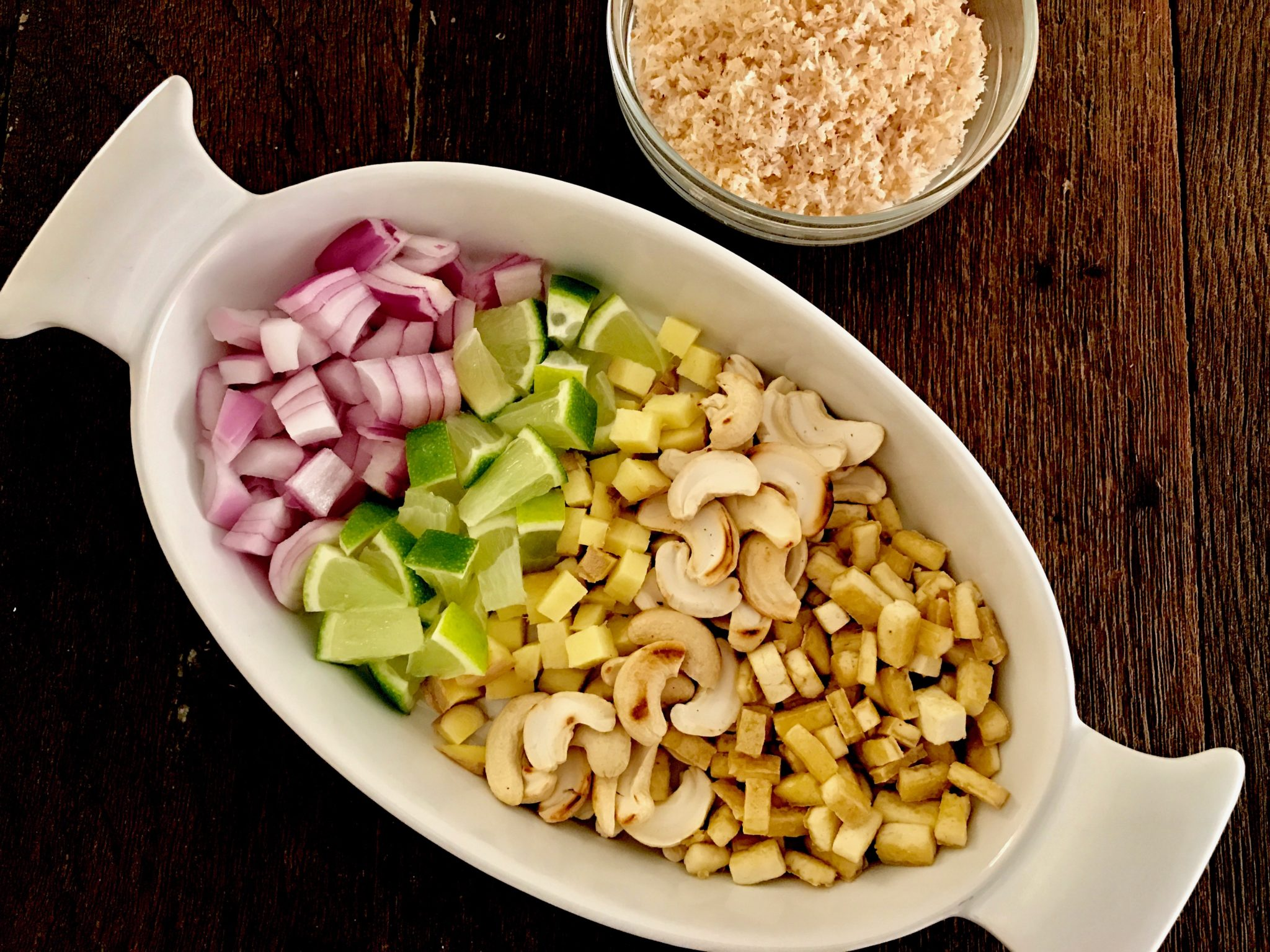 arrange cut lime, red onion, ginger, toasted cashew and crispy tofu in a plate