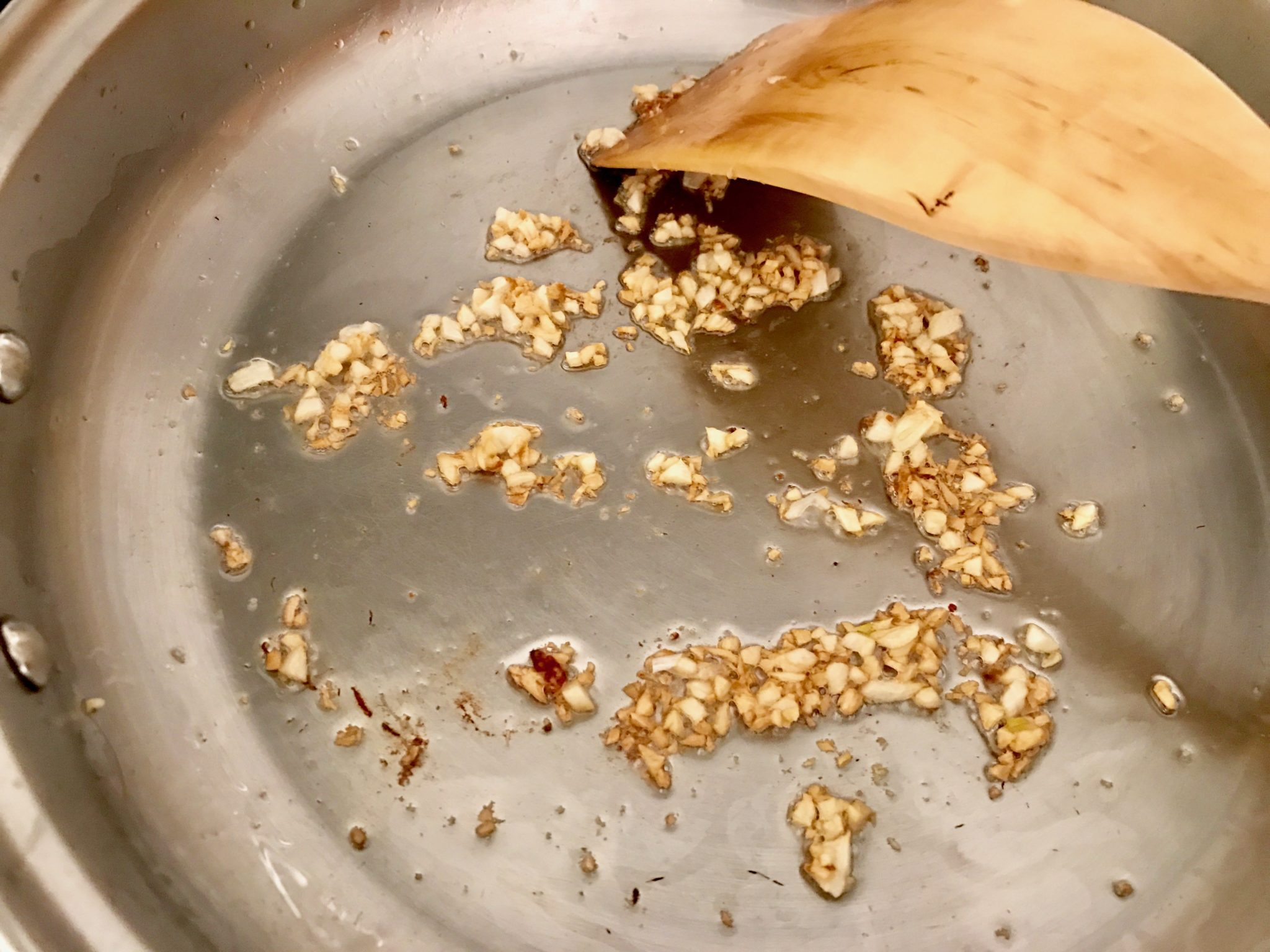frying garlic with coconut oil